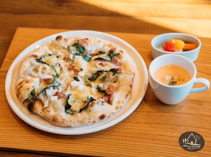 「季節のピザ」ランチセット 平日¥1,000  土日祝¥1,380