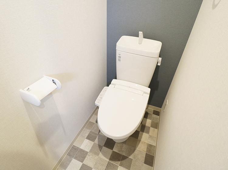 全体的にシンプルな内装ですが、トイレのアクセントがおもしろい