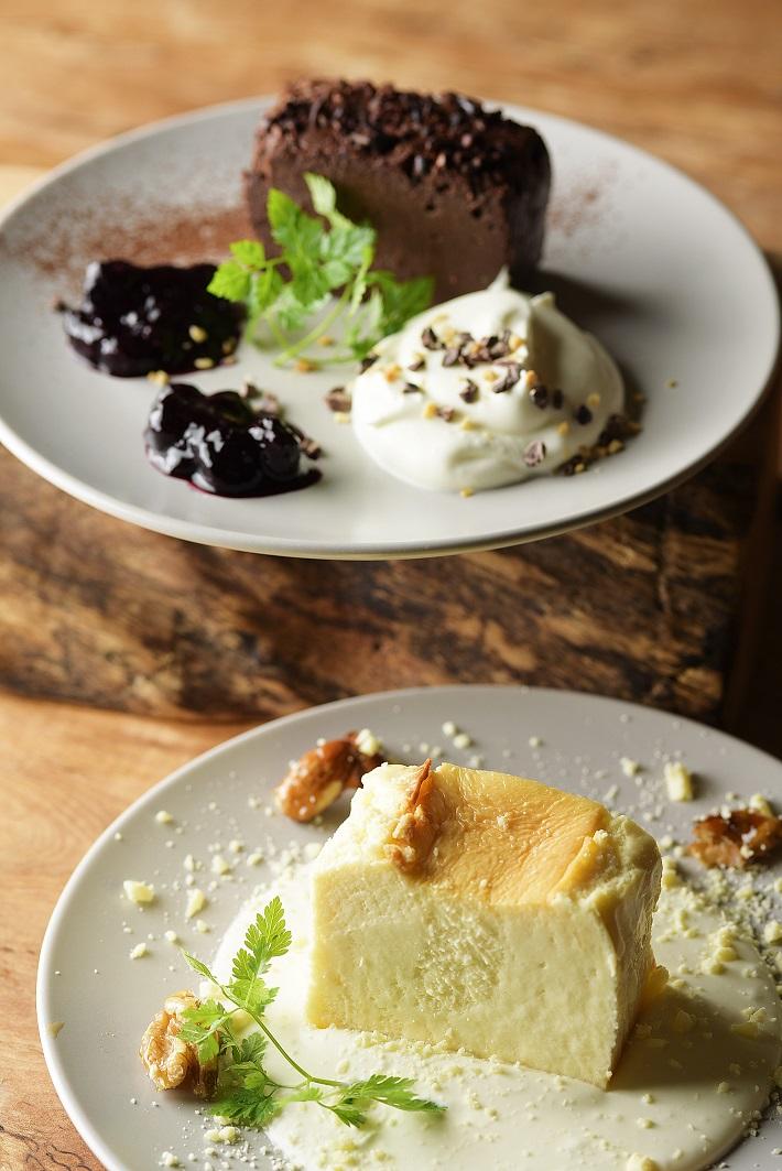 AURO BLACK ガトーショコラ、AURO WHITE チーズケーキ