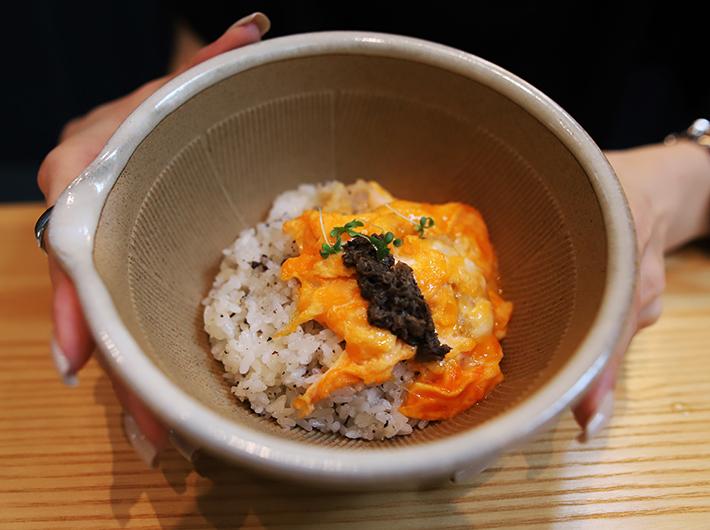 トリュフライス 竹鶏たまごのスクランブルエッグ添え