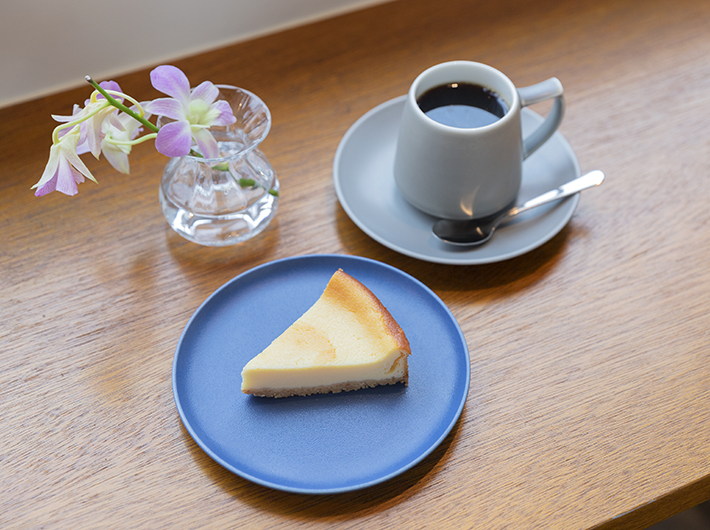 チーズケーキとハンドドリップコーヒー