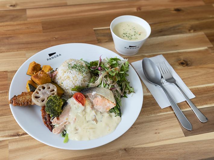 週替わりDELISHランチプレートと浅利と地元野菜のチャウダー