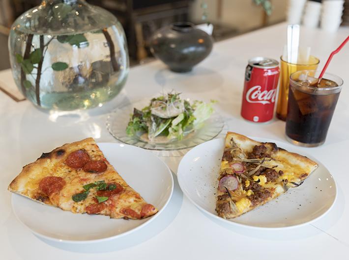 ピザセット2P|左:ペパロニ 右:週替わりピザ