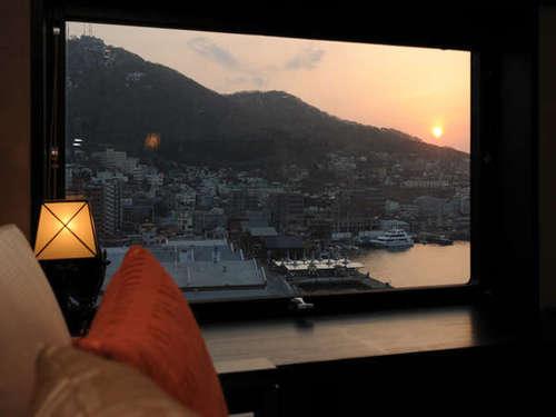【不動の一番人気☆】函館山側のお部屋確約〜日本一に選ばれたホテル自慢の朝食バイキング付き!