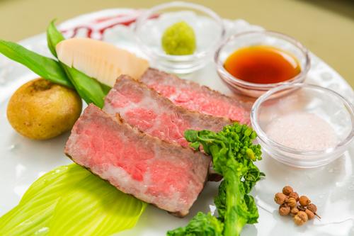 【那須高原温泉満喫】濁り湯で癒された後は、和牛と鮮魚料理の贅沢フルコースで舌鼓・・・一泊二食