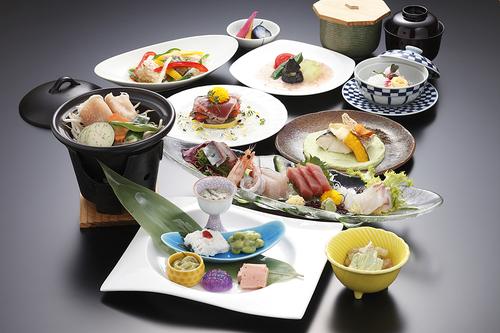 四季食彩プラン! ご夕食は春夏秋冬、季節毎旬の素材を生かした会席料理をお部屋でご賞味♪ 全室オーシャンビュー!