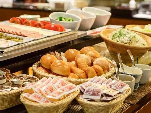 【スタンダード】1泊朝食★飛騨の味覚がたっぷり♪種類豊富な朝食バイキング!「漬物ステーキ」や「朴葉味噌」などの郷土料理も好評♪