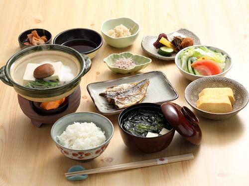 【1泊朝食付シンプルステイ】京豆腐やおばんざいを盛り込んだ料理旅館の朝ごはん<チェックイン21時まで>