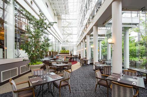【ウェスティンステイ】レストラン「アマデウス」で緑と朝日を眺めながらご朝食を(朝食付)