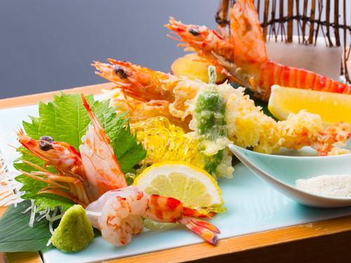 香川のオリーブ車海老3種盛り付きグルメバイキングプラン
