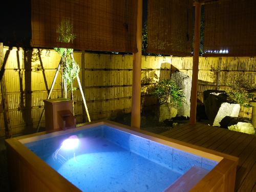 『離れ』神呂木の庄〜月詠・万葉〜<露天風呂付和洋室>100平米に及ぶ空間にプライベート庭付の贅沢な造り