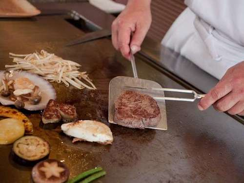 【クラシック・プレミアム】☆「ステーキ&シーフード六角堂」での鉄板焼きディナー☆朝食付き☆