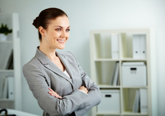 受付事務をしている女性イメージ