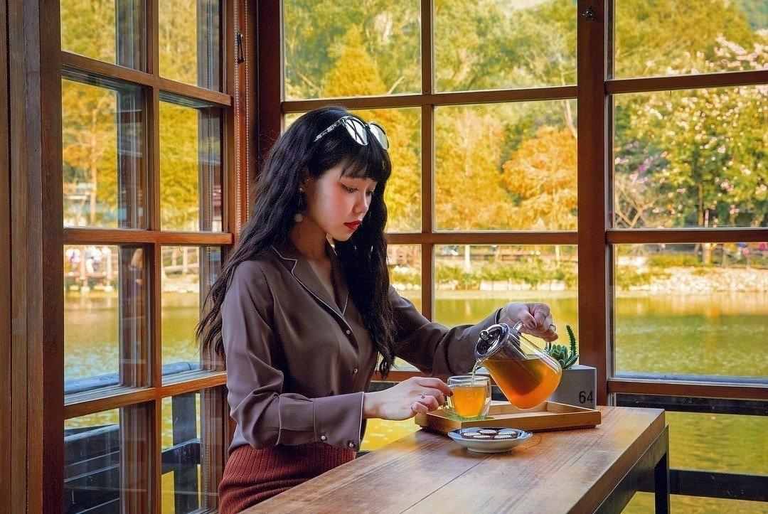 在隱茶細細沏上一壺好茶,靜待時光。