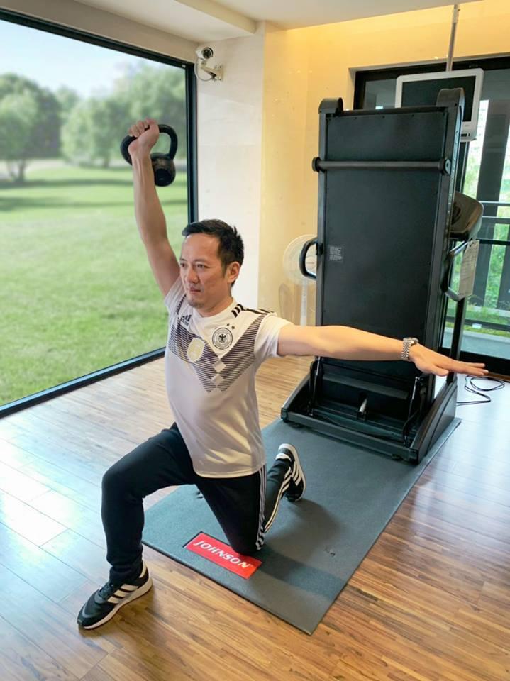 訓練核心對於動態時脊椎的穩定能力。