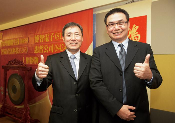 洪輝龍總經理(右)調整產品結構並創造差異化,帶領博智業績向上。左為董事長張永青。