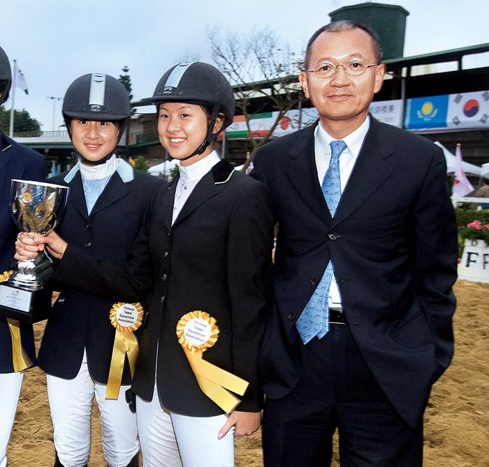 訂下目標,妥善計畫, 是陳泰銘(右)引導一 對雙胞胎女兒騎進杜哈亞運的心訣。