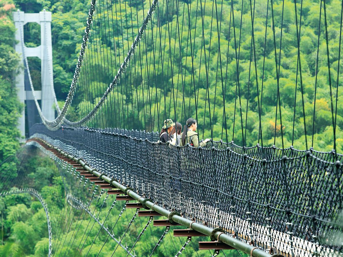 新修建的「義豐吊橋」風景 壯麗,也是拍片景點。
