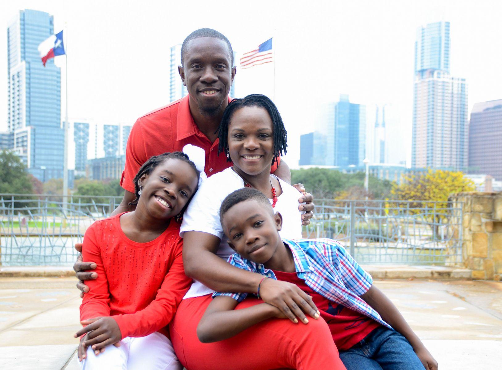 圖說:家人的支持與愛護是Mikaila創業最堅強的後盾 (圖片截取:ESSENCE)