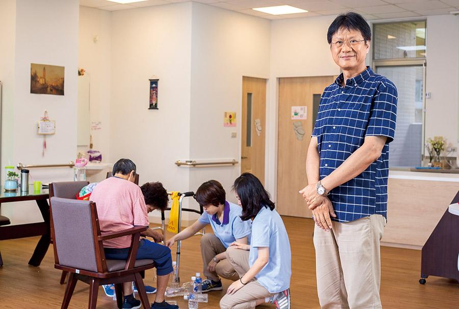 台灣善合總經理葉晉良(右)