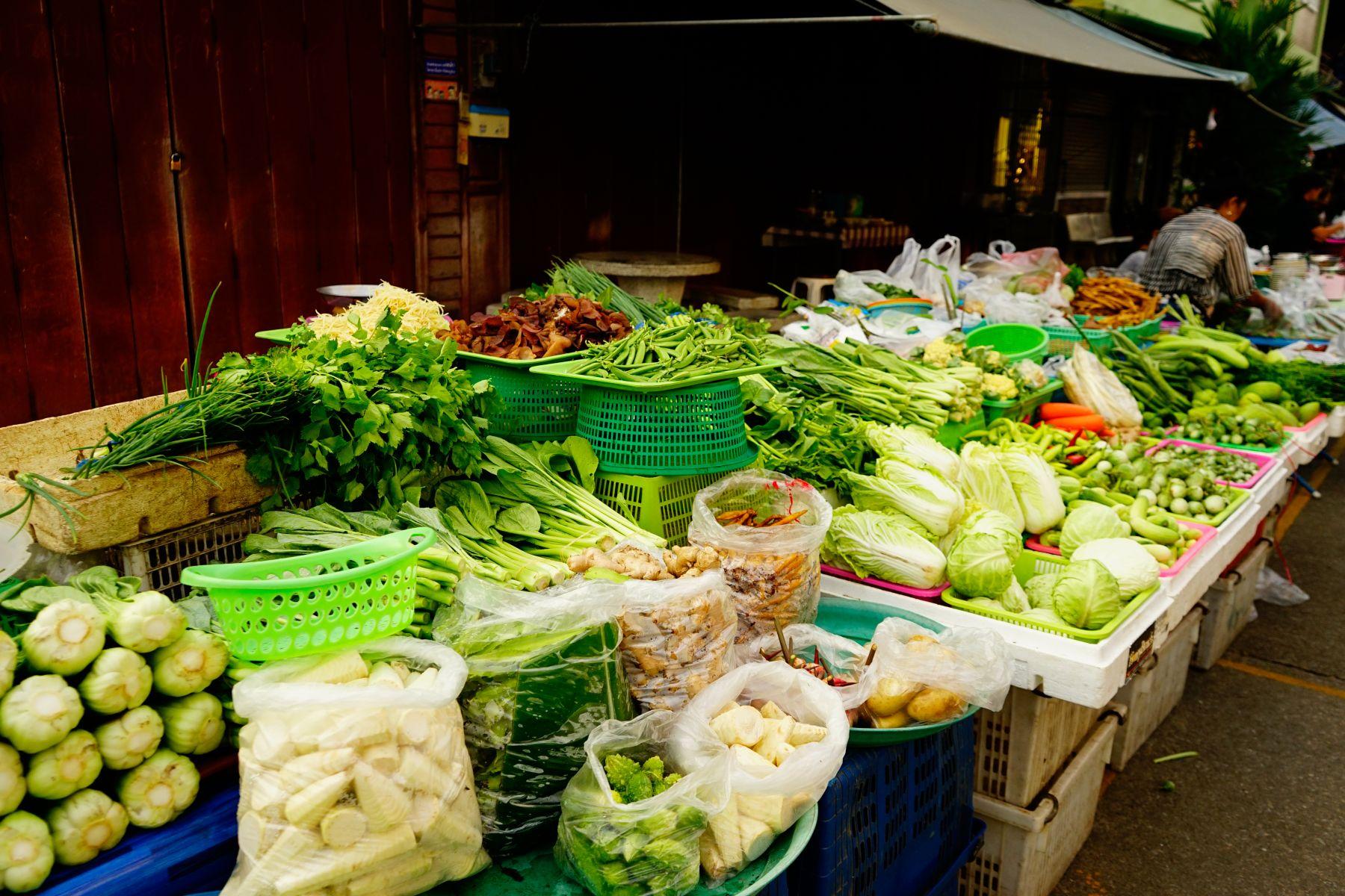 洗去蔬菜水果農藥最佳的方法就是用清水沖洗