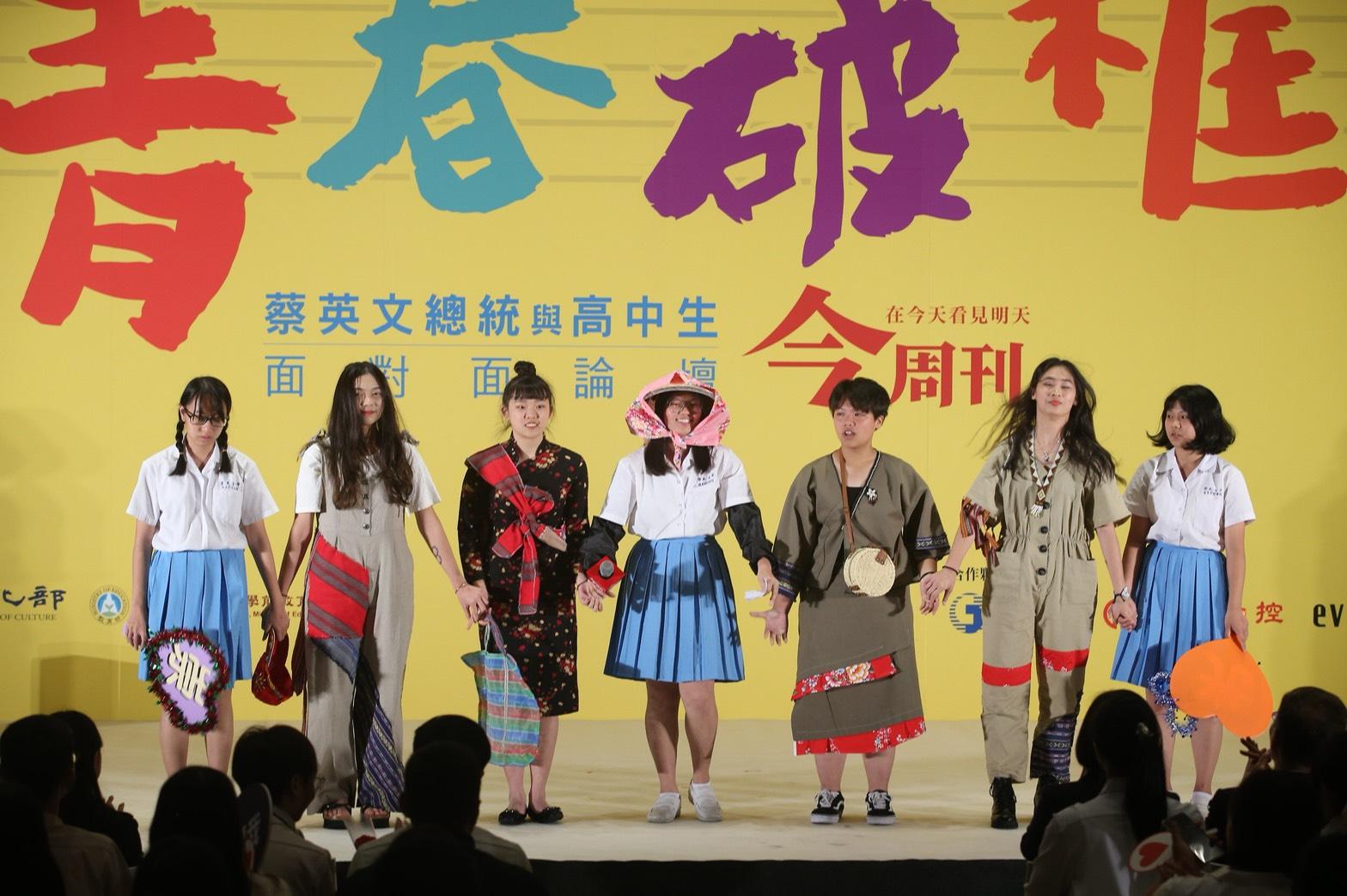 青春破框 崇光女中親手製作的台灣風情衣杉,讓舞台變成時尚伸展台