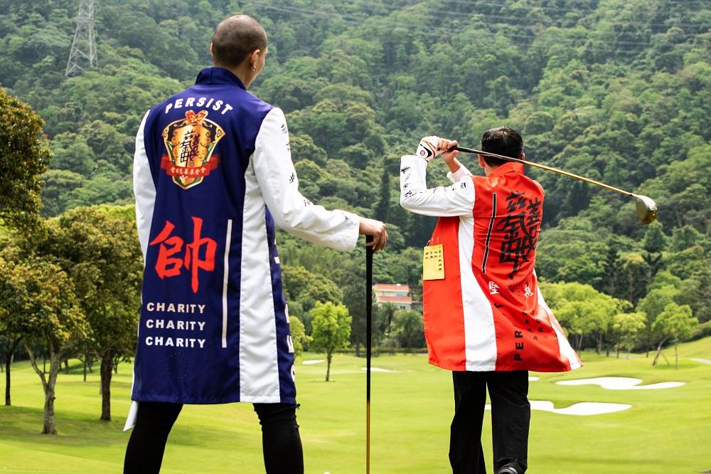 (模特兒杜威(左)與金樹慈善基金會郭進興董事(右)。圖/ 金樹慈善基金會提供)