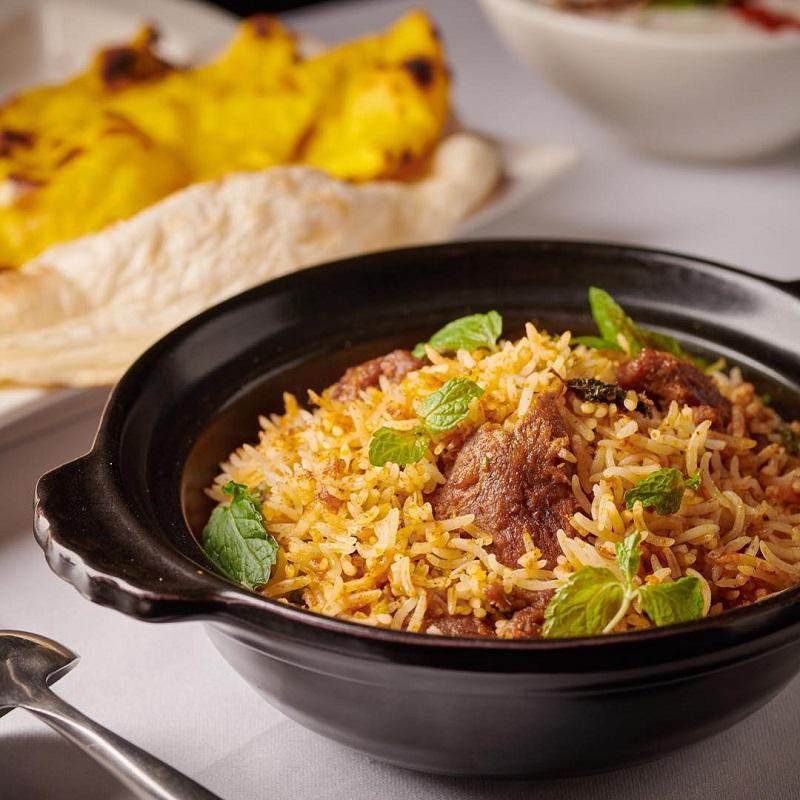 番紅花招牌菜是「喀拉拉雞肉咖哩」與「芫荽雞肉咖哩」。
