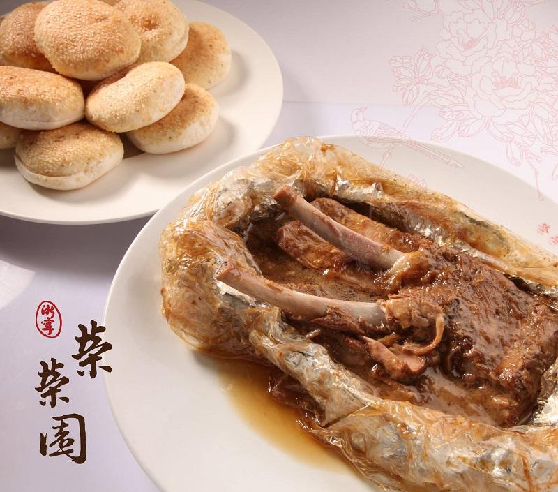 榮榮園必嚐美食「烤排骨」。
