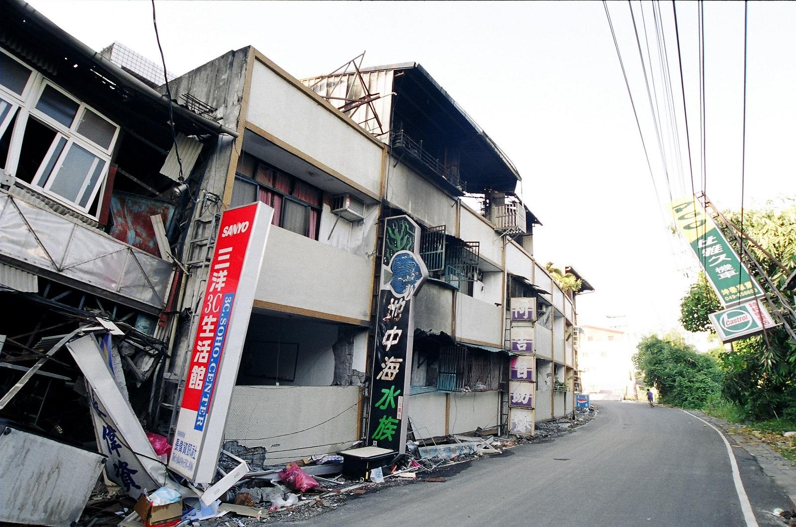 陳冠宇爸爸的竹山老家,在921地震中震垮,震後打掉重建。圖/攝影師劉興崧提供。