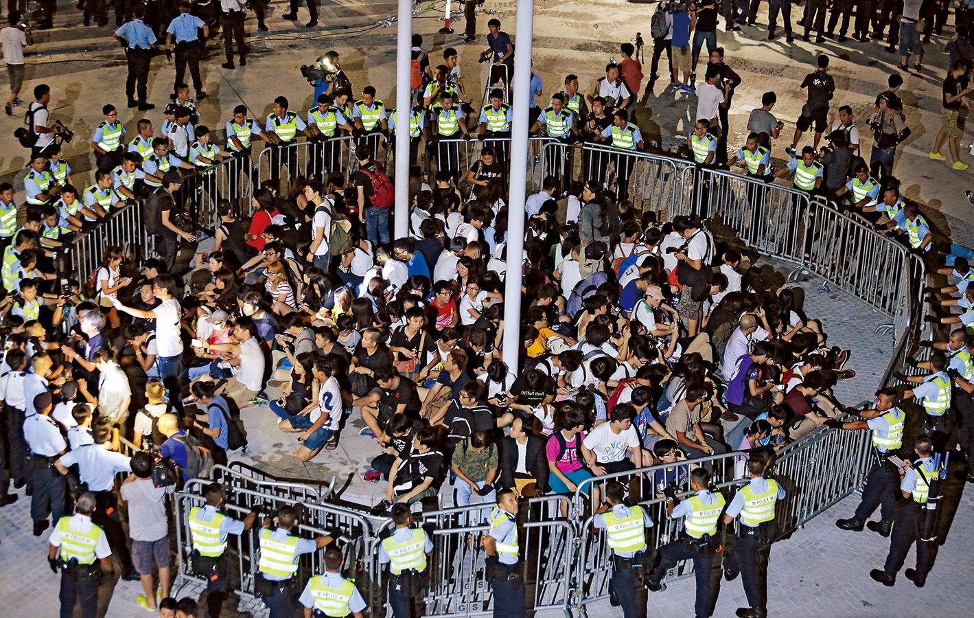 香港學生罷課前期,政府採取強勢作風