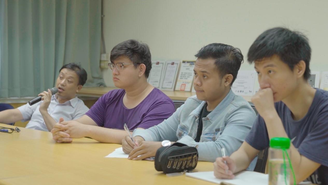 范莫德FARID完成餐飲管理系餐飲外國青年短期技術訓練班的課程,目前就讀正修科大的電子工程系