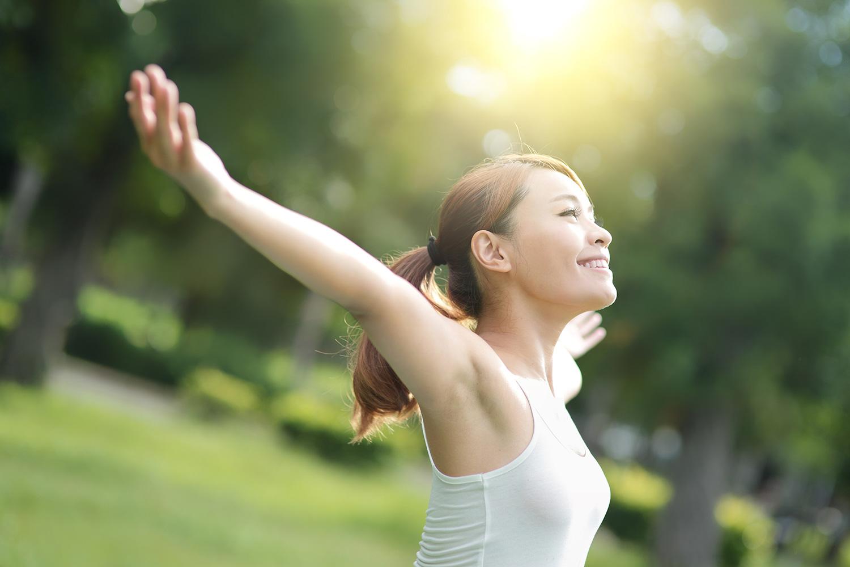 平常養成曬太陽運動習慣可以預防骨質疏鬆和失智症
