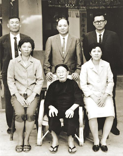 父親蔡潔生對她成長過程影響深遠 有排灣族血統的阿嬷讓蔡英文對原住民總有特殊的情感。