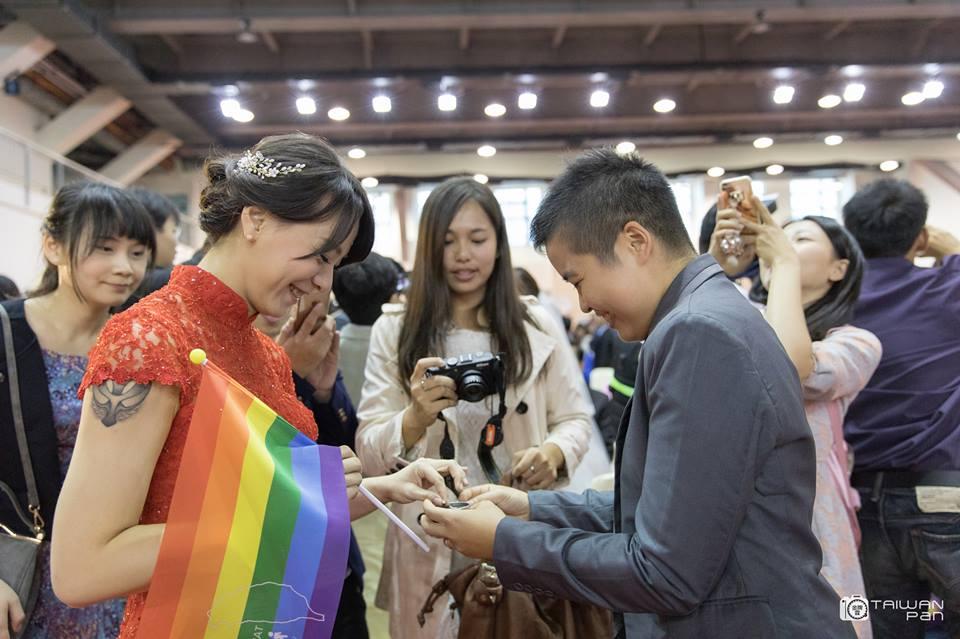 王翊、孟酉玫大方以註記身分出席台北市聯合婚禮