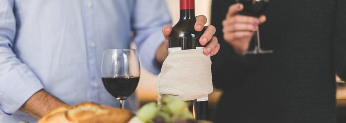 餐酒搭配其實沒有那麼複雜,每一種酒都有合得來以及該避免的食物。我們並不是經驗豐富的侍酒師,但可以先從該避免的選項開始!某些食物的口感或氣味很難搭配葡萄酒,而某些特定料理只適合某些種類的葡萄酒。一起看看餐酒搭配原則!