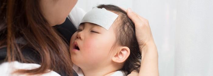 疾管署日前宣布2名流感重症死亡案例,其中一位8歲女童病情惡化快速,第一天有了咳嗽症狀後隔天就意識模糊,送進加護病房後發現併發腦炎,最終不治。兒科醫師徐嘉賢在臉書上公布流感重症會出現的前兆,以及流感疫苗相關問題,提醒爸媽注意!