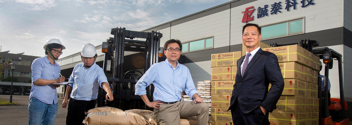 三十五年來,高雄起家的誠泰工業科技只專注在一個產品:熱熔膠。從寶特瓶飲料的外標籤、泡麵蓋黏合、運動鞋面和底部的黏著,幾乎所有產業都會用到熱熔膠。他們怎麼從一家小廠開始,一路打進統一、阿迪達斯、IKEA等各產業龍頭供應鏈?