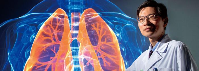 依據衛生福利部死因統計,2016年,台灣有9372人死於肺癌,占所有死亡人數的5.4%。這個死亡數字,不只超過男性發生率最高的結腸直腸癌、女性發生率最高的乳癌兩相加總,更首度比過去的「國病」肝癌造成的死亡人數還高出逾千人。