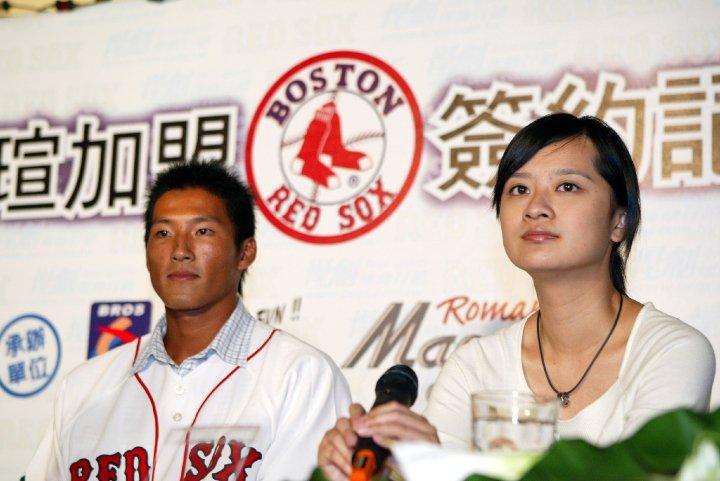 張瀞仁就職於運動產業時成功協助台灣5位球員與大聯盟簽約
