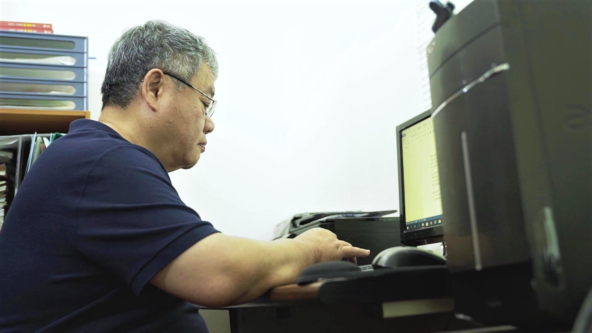 為了撰寫詐騙建議,陳惠澤從注音符號ㄅㄆㄇ開始練習打字。