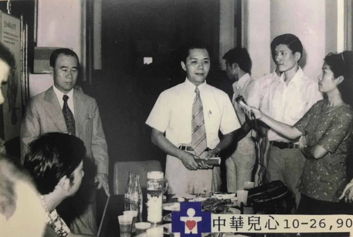 1975年呂鴻基教授招開記者會努力籌募心臟病兒童基金