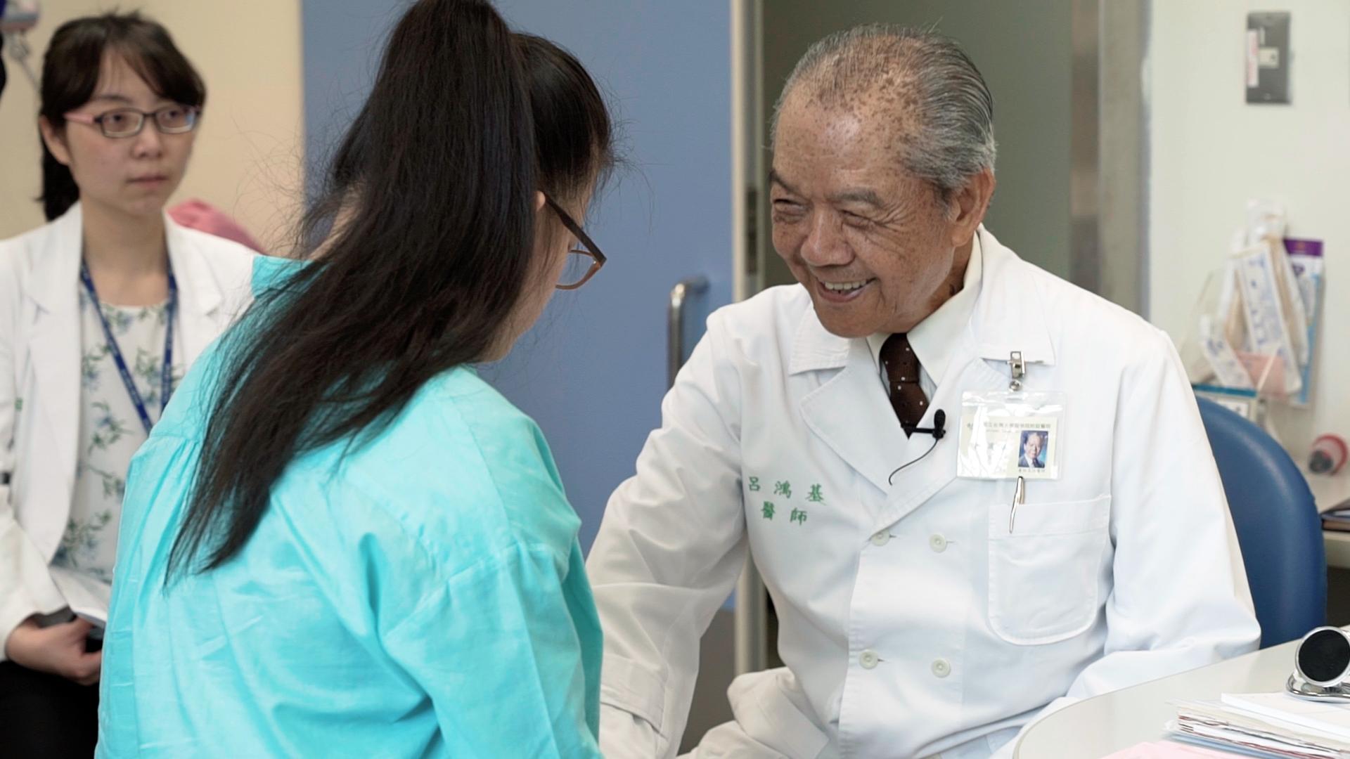 呂鴻基醫生於台大兒童醫院小兒科看診