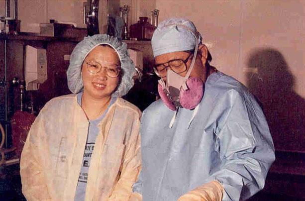 尹莘玲於美國洛杉磯法醫中心進修法醫病理學