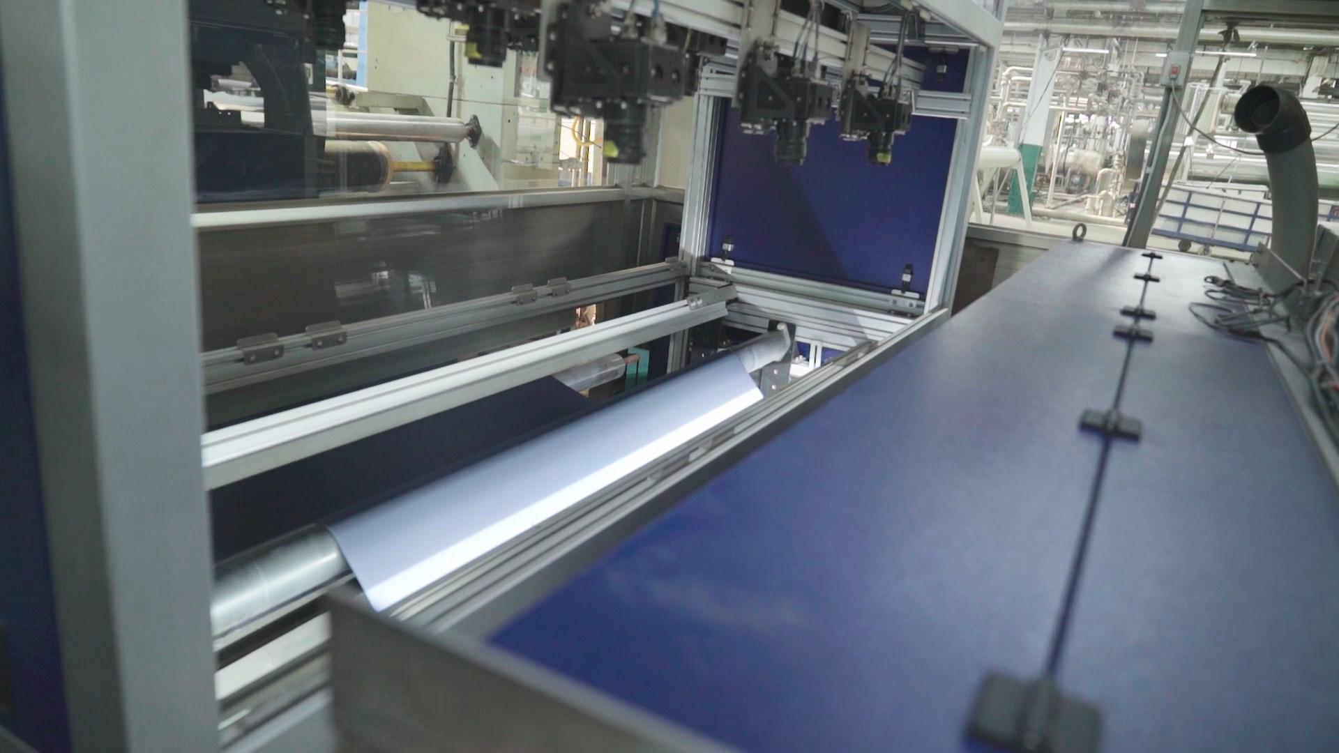 TAIS自動驗布系統透過鏡頭即可辨識出瑕疵,並可將資料直接傳給成衣廠,節省了不少驗布的時間。