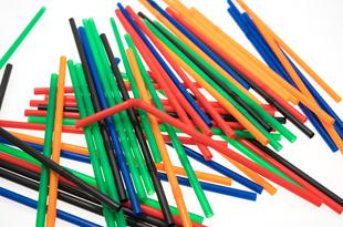 新素材のプラ代替品が続々登場 。「脱プラ」潮流に商機を狙う素材メーカー