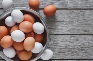 卵を1日半個食べるごとに心血管疾患のリスクが上がる?