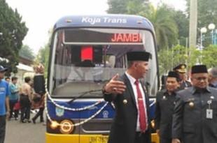 【インドネシア】アプリで予約の公共バス、ジャンビ市で運行[車両](2019/10/29)
