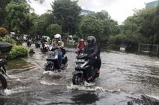 【インドネシア】首都圏で再び洪水、交通網や電気系統も影響[社会](2020/02/26)