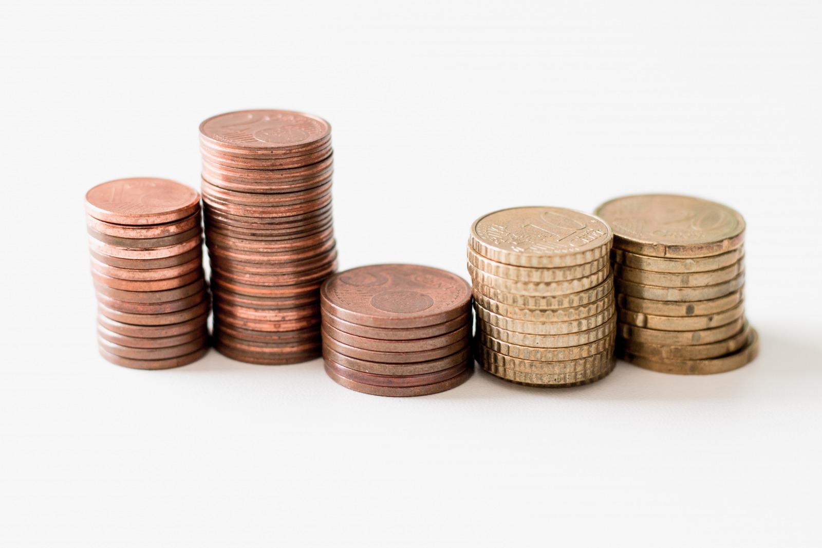平均年収は減少傾向にある